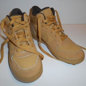 Boys Youth Nike Boots Size 4.5Y